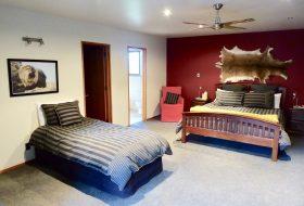 All Seasons Lodge Bedroom